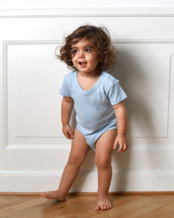 Lyseblå kortermet body - 100 % økologisk bomull » Etiske & økologiske klær » Grønt Skift