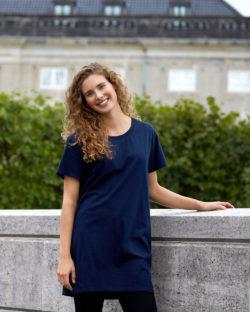 Mørkeblå lang t-skjorte med rund hals - 100 % økologisk bomull » Etiske & økologiske klær » Grønt Skift