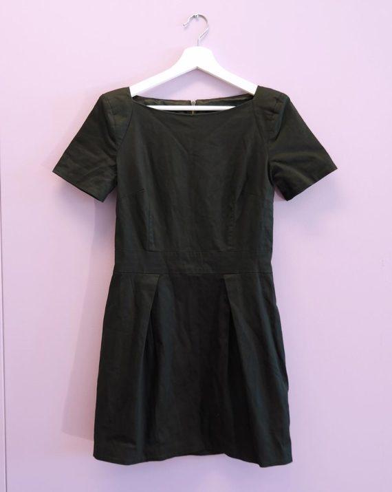 Kort-svart-kjole-framme