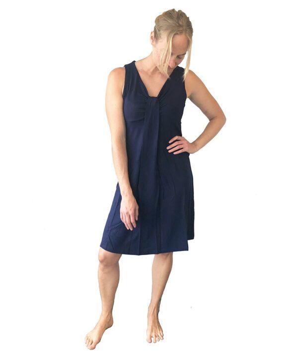 Mørkeblå-kort-kjole-i-bambusviskose-1