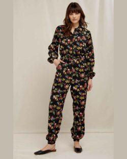 Svart jumpsuit med blomster - 100 % Tencel » Etiske & økologiske klær » Grønt Skift