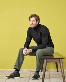 Svart høyhalset genser i 100% økologisk bomull » Etiske & økologiske klær » Grønt Skift