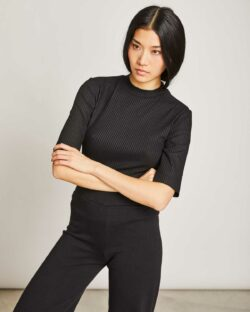 Svart ribbet t-skjorte med halvlange ermer - Tencel » Etiske & økologiske klær » Grønt Skift