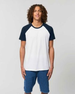 Hvit t-skjorte med mørkeblå ermer - 100 % økologisk bomull » Etiske & økologiske klær » Grønt Skift